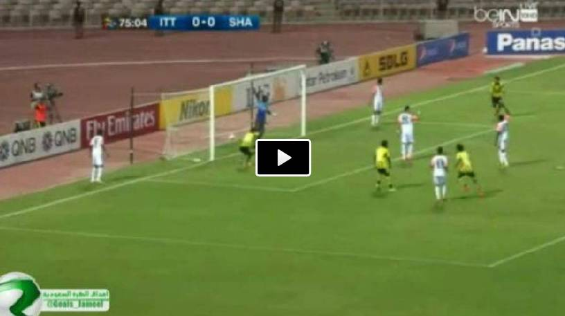 Video, incredibile gol di testa rasoterra