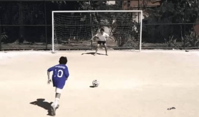 Video, spot Mondiale deride Baggio