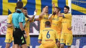 Frosinone Calcio's Federico Dionisi celebrates with his teammates after scoring the 3-0 during the Serie A soccer match between Frosinone Calcio and Hellas Verona at the Matusa stadium in Frosinone, Italy, 29 November 2015.  ANSA/ETTORE FERRARI